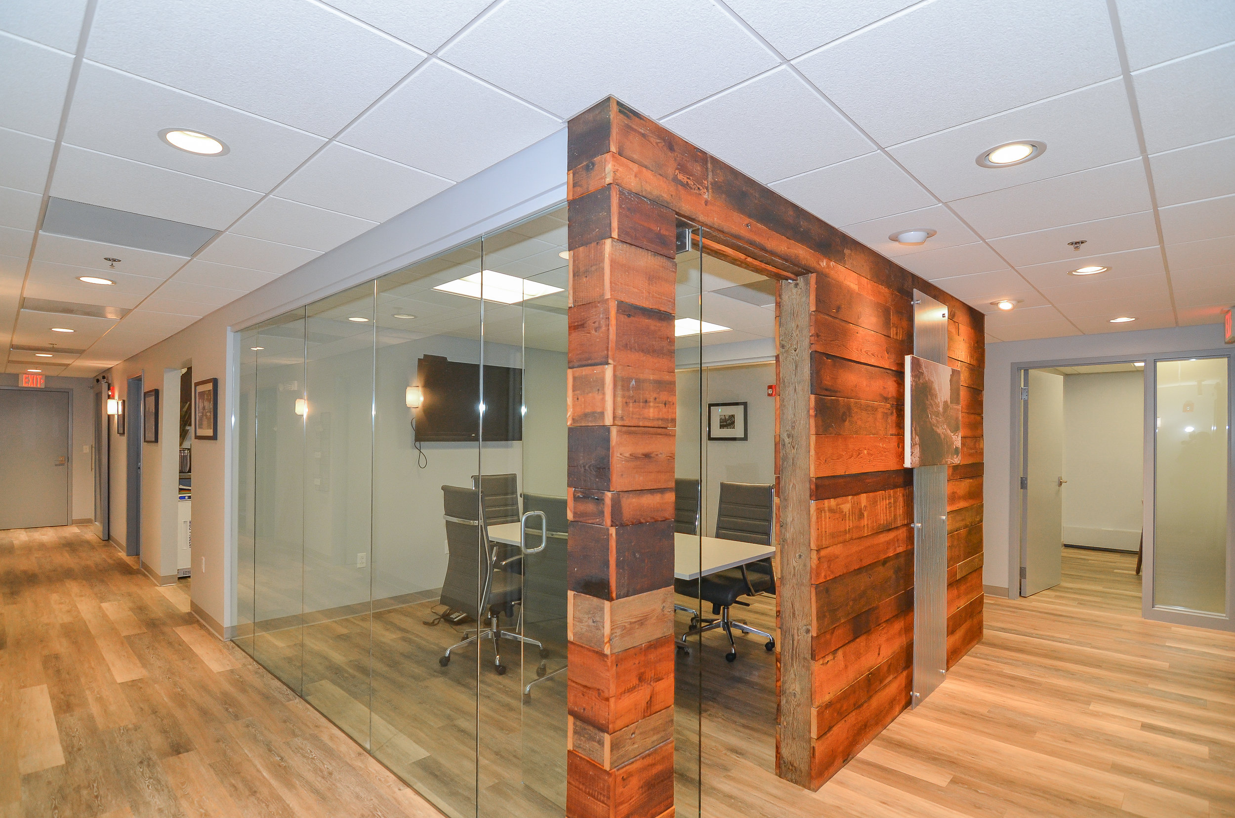 Newton-Wellesley-Primary-Care-Conference-Room-HDS-Architecture.jpg