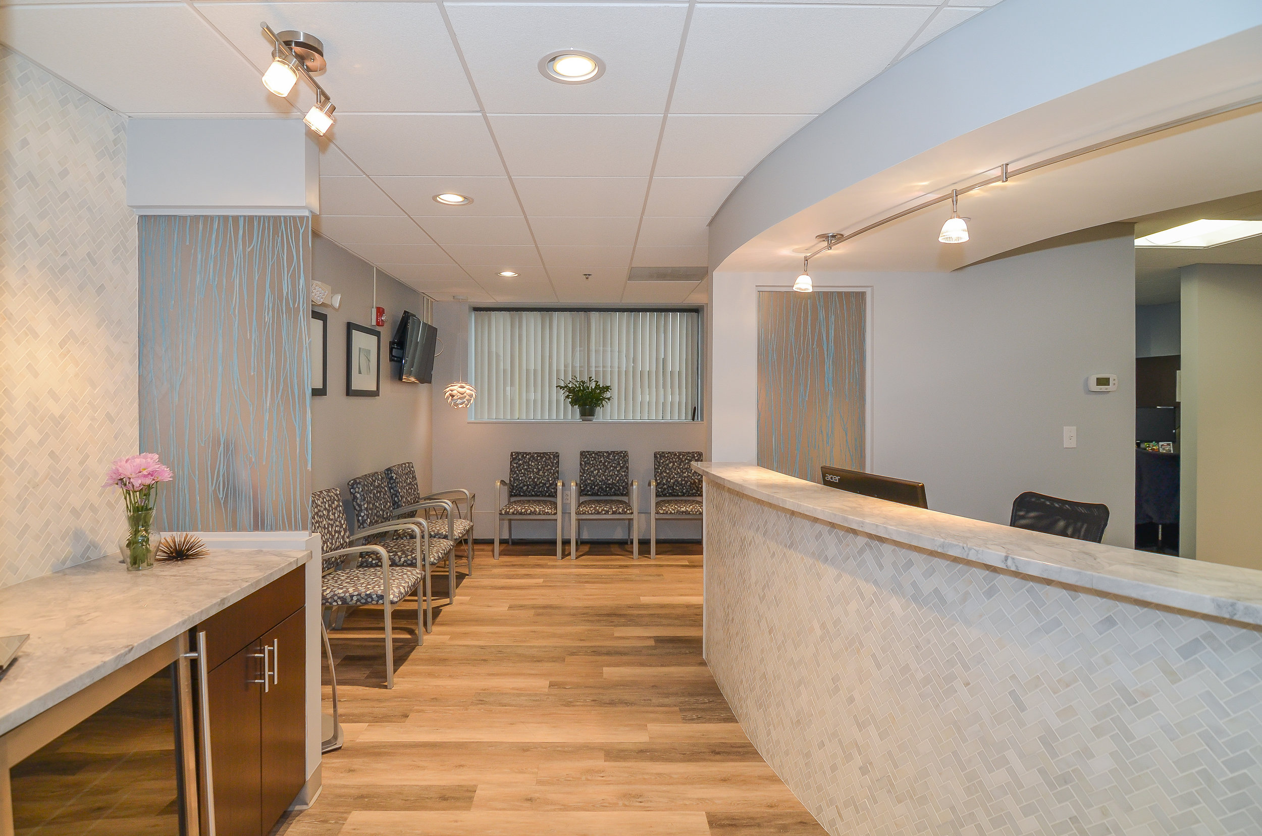 Newton-Wellesley-Primary-Care-Waiting-Area-HDS-Architecture.jpg
