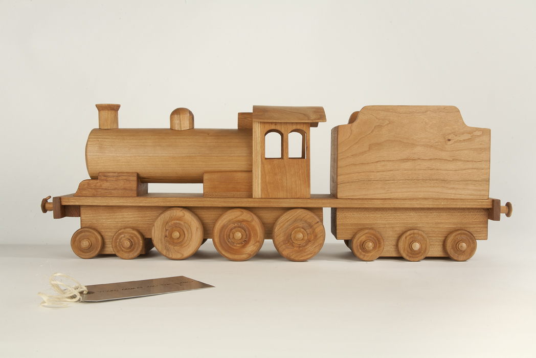 Cherrywood Locomotive with Metal Tag
