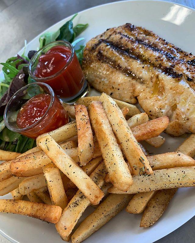 "Fish & chips ""landing style"" #snapper #sweetchillisauce #grilledfish #grilledsnapper #tci #provo #turksandcaicos #turkandcaicos #beachbar #boatbar #sunshine365 #keepitsimple #tasty"