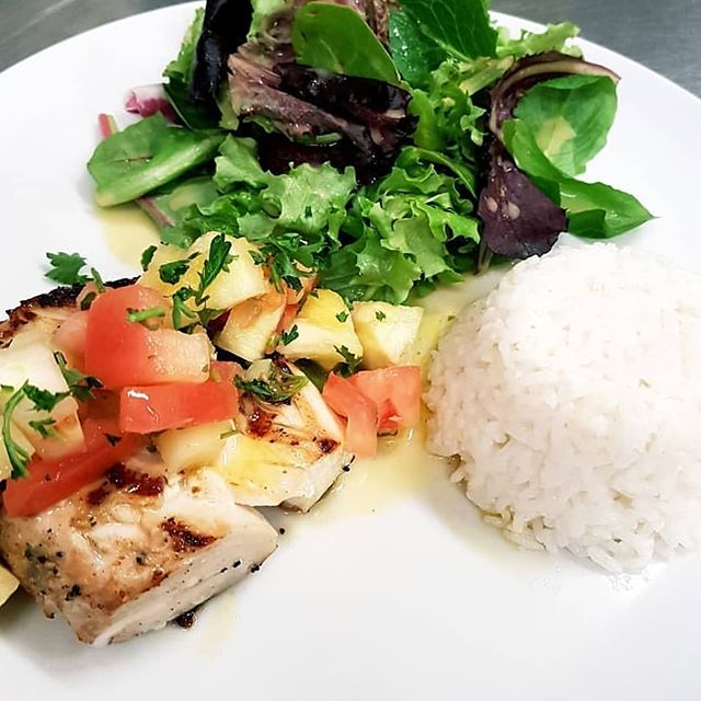 The last Mahi Mahi Monday of the season!! Don't miss out 😋 #mahimahi #mahimahimondays #akadolphinfish #grilledfish #bbq #tasty #fresh #freshsalsa #coconutrice #delicious_food #joinus #happyhour #goodfoodmood #providencialesturksandcaicos #tci #toprestaurant