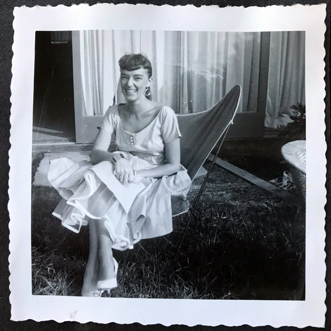 Mom-fancy dress-lawn chair_adj01-sm.jpg