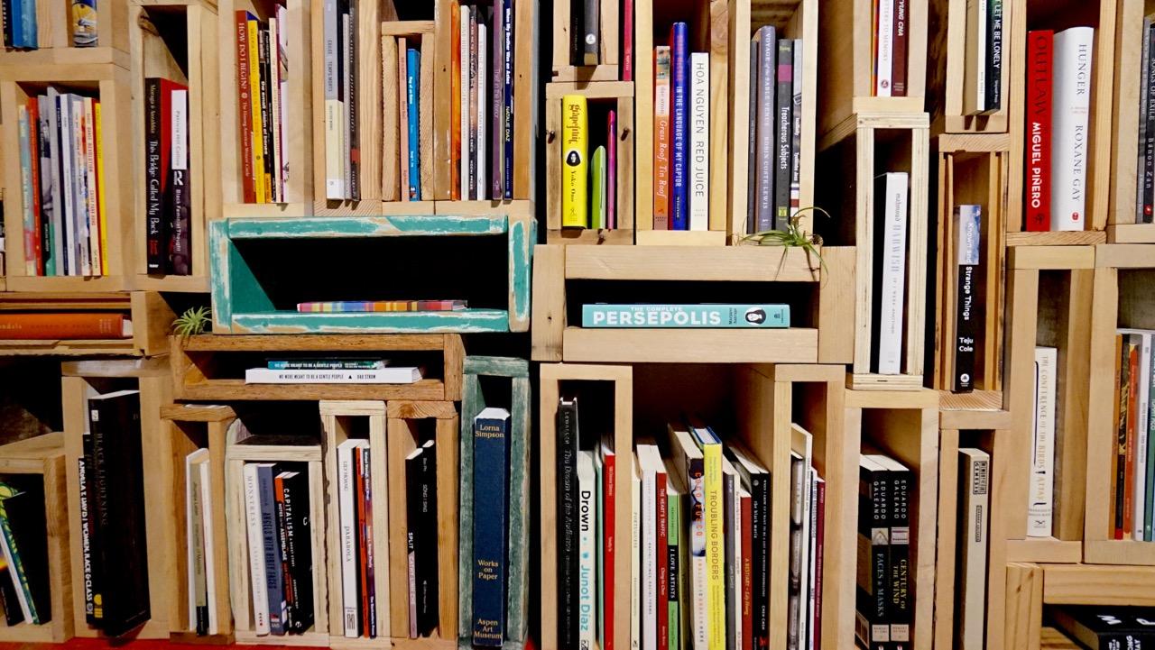 "De-Canon ""pop-up library"" shelves at UNA Gallery (Aug 2017)"