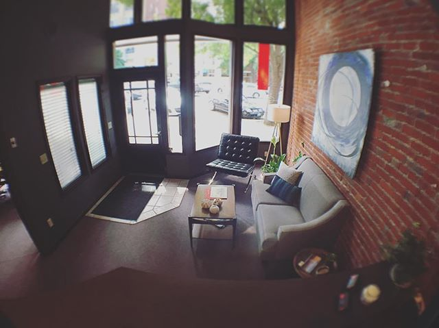 The paper in the window is down! It's show time!!!!! Come see our beautiful office and our wonderful agents!!! #wallawallarealestate #downtownwallawalla #wallawalla #newbusiness #galarealtygroup #frontlobby #goodvibes