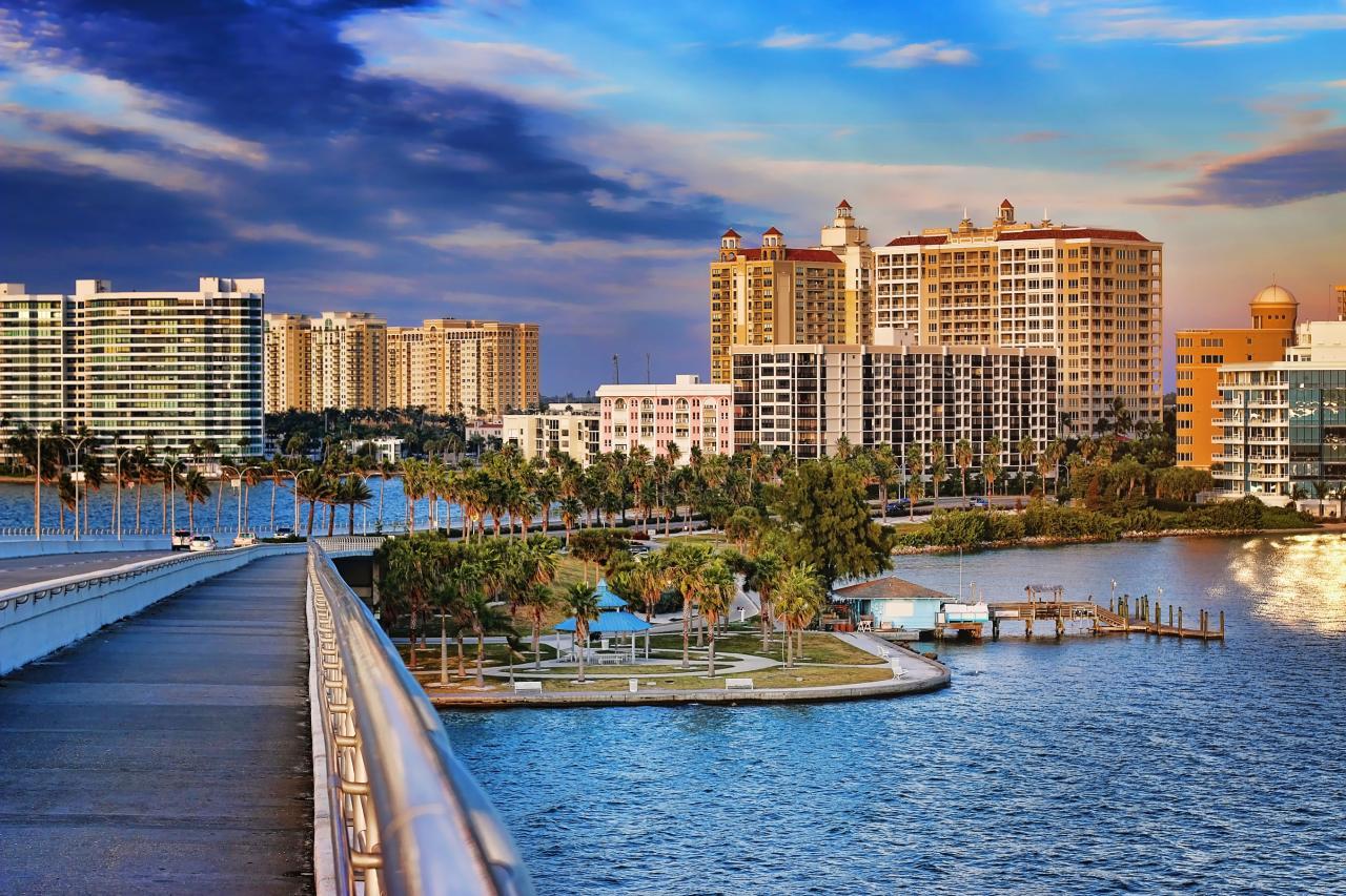 iStock-000051804894_Sarasota-Florida-Ringling-Bridge-skyline.jpg.rend.hgtvcom.1280.853-2.jpeg