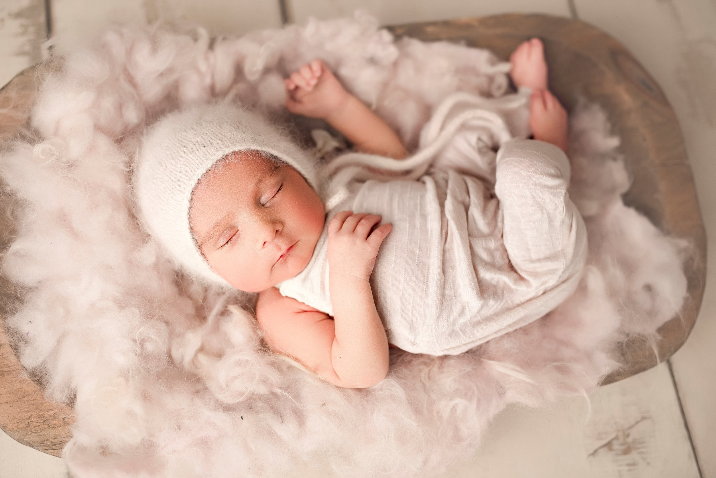 newborn babygirl photoshoot outfit ideas