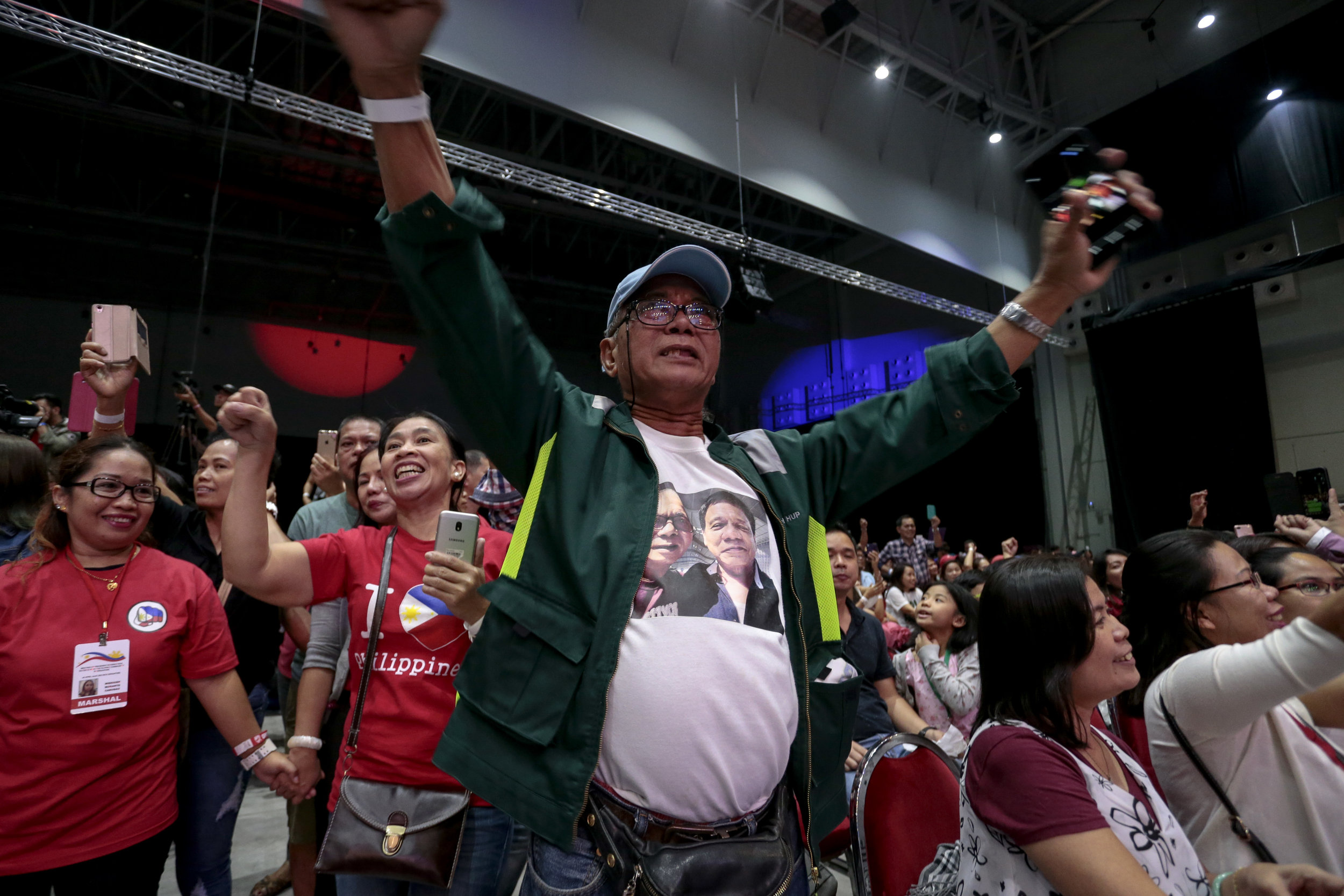 A supporter cheers for Philippines President Rodrigo Duterte at a community gathering in Singapore, April 28, 2018. REUTERS/Feline Lim