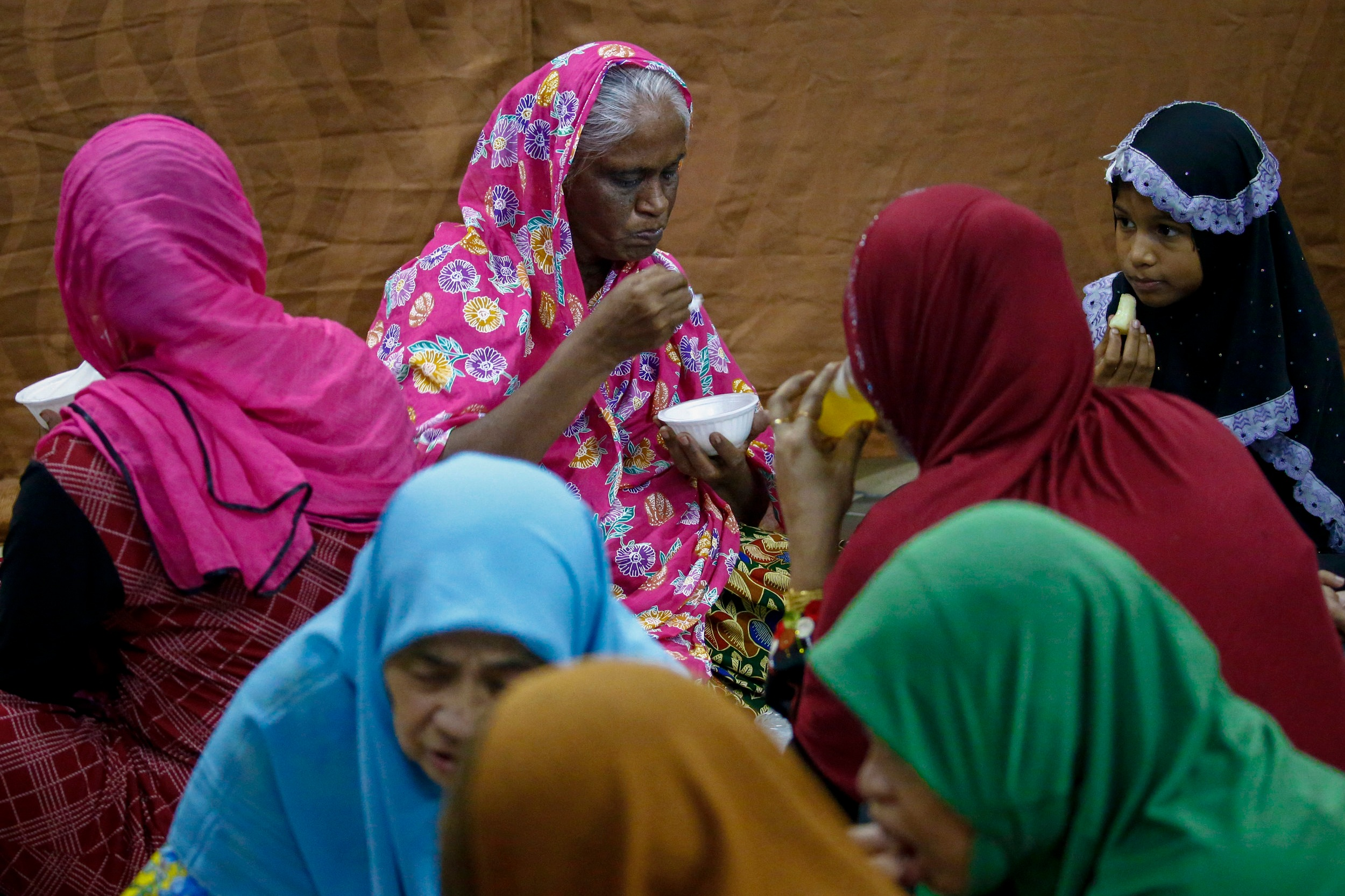 Women break fast on the first day of the holy fasting month of Ramadan at the Darul Makmur Mosque in Singapore, May 17, 2018. REUTERS/Feline Lim