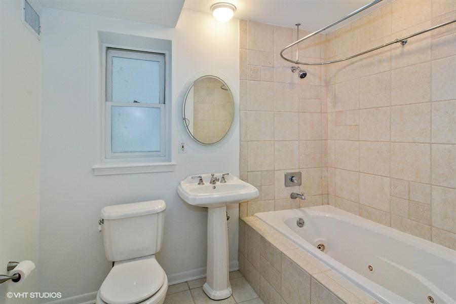 08_1425NCaliforniaAve_Unit1_8_Bathroom_LowRes.jpg