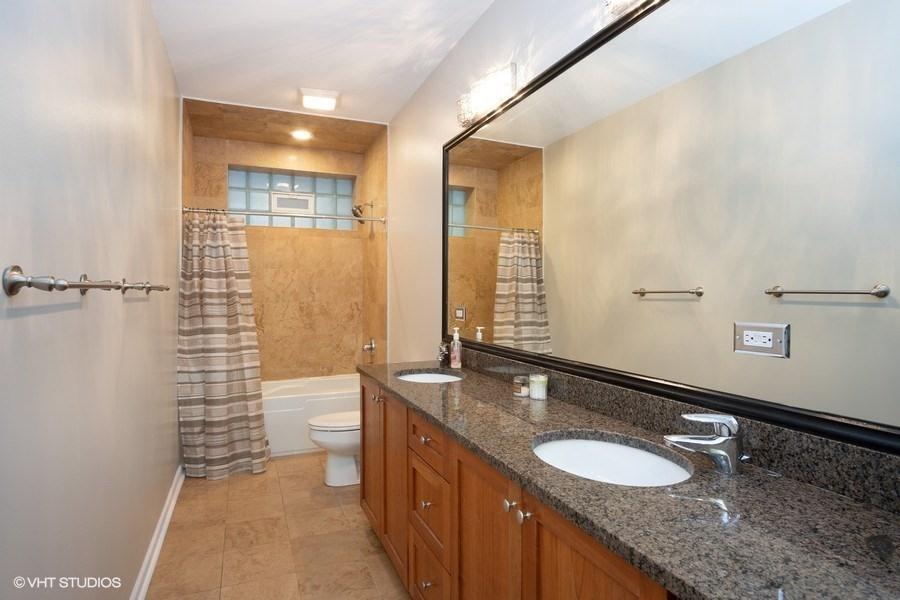 18_1136NMorzartSt_8_Bathroom_LowRes.jpg