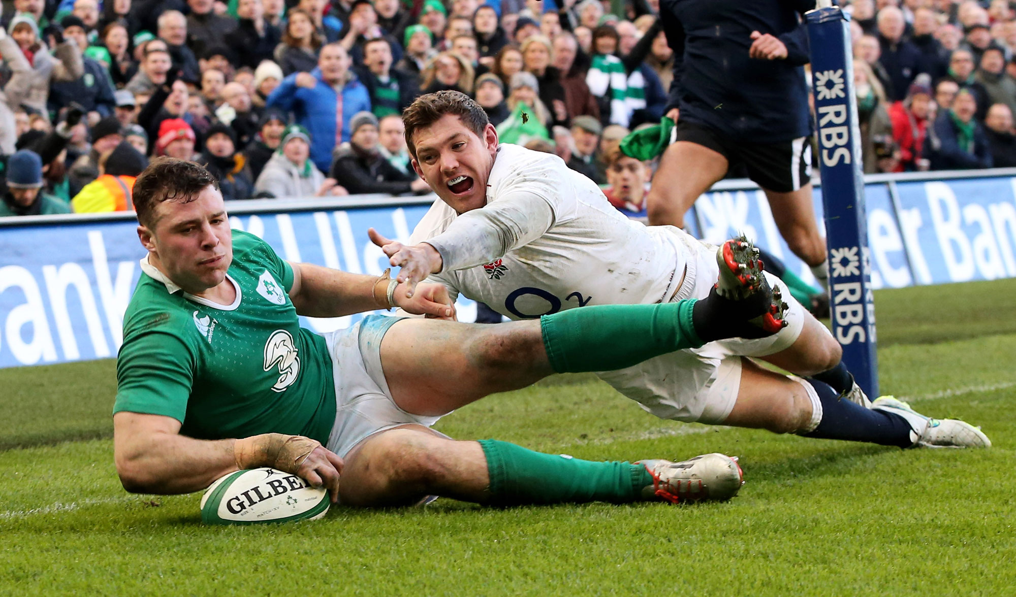 Aerial battle: Ireland's Robbie Henshaw scored the decisive try to beat England in 2015.