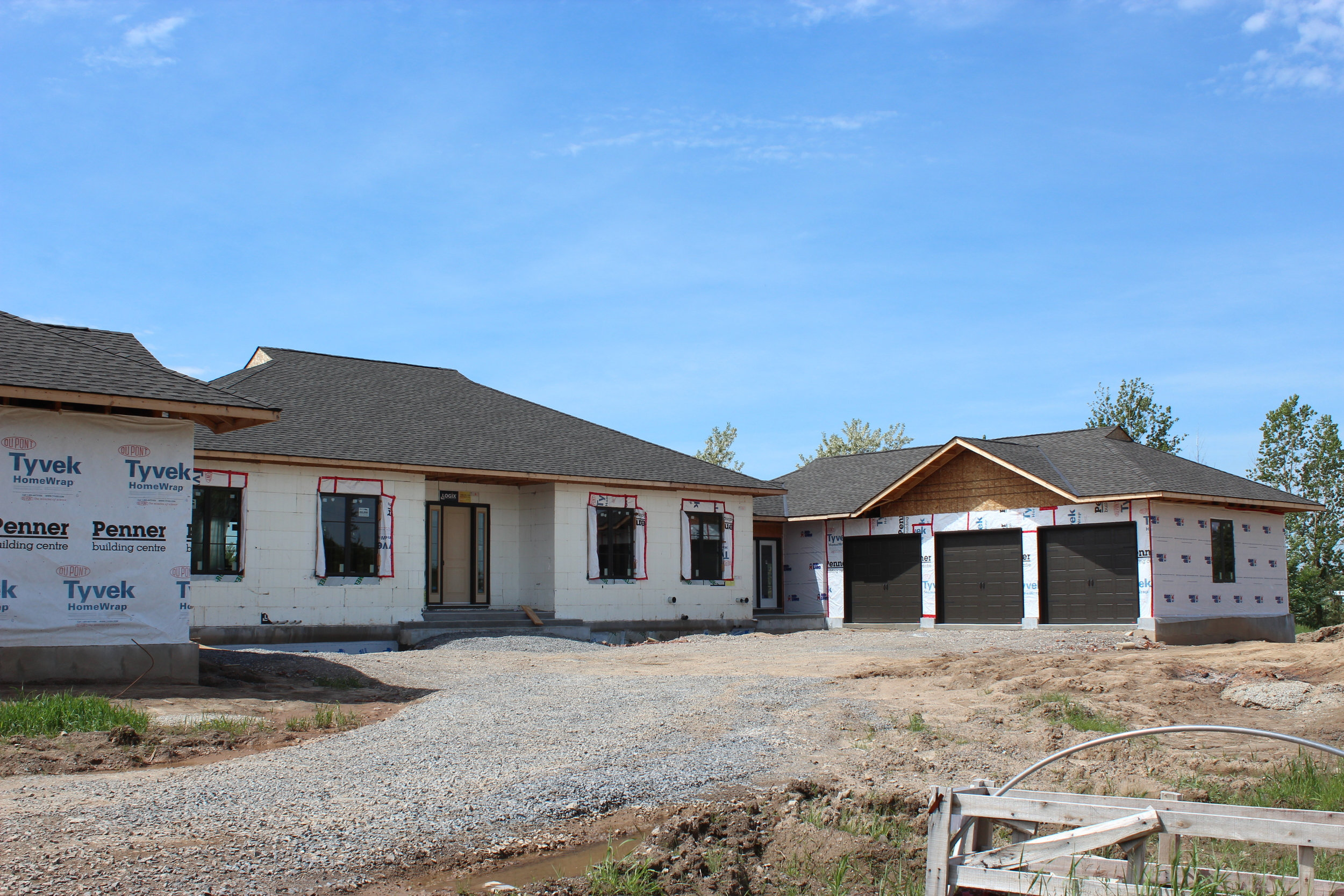 New home with front courtyard.JPG