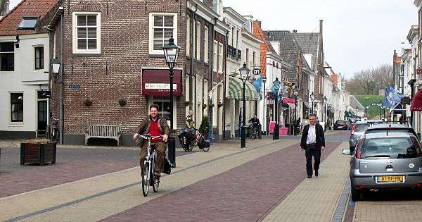 netherlands shared street.JPG