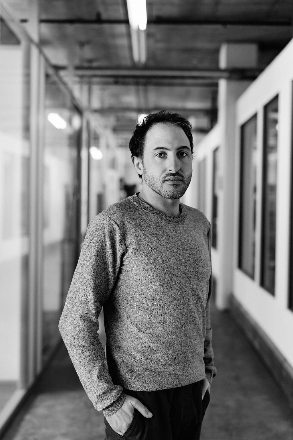 Loic Leroux-Gaullier, directeur digital   Amateur d'antiquités, curieux insatiable, badiste mordu.