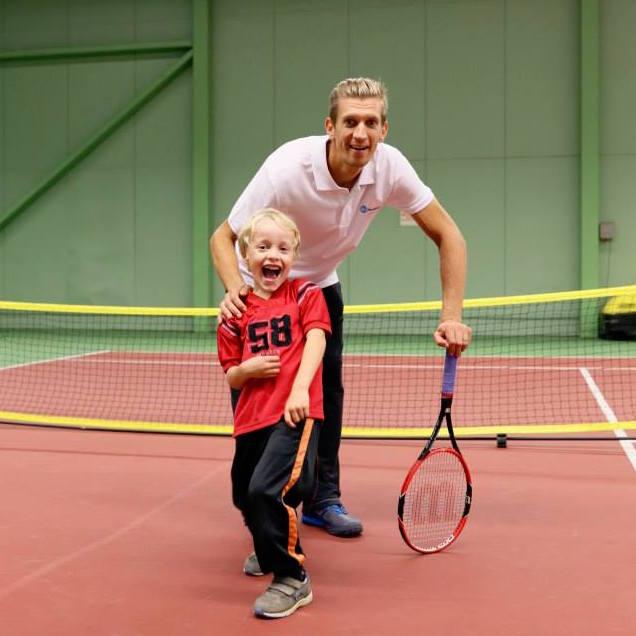 PikkuKamu ja Jarkko yhdistyksen tennistapahtumassa Helsingin Finland Tennis Clubilla 12.9.2015.
