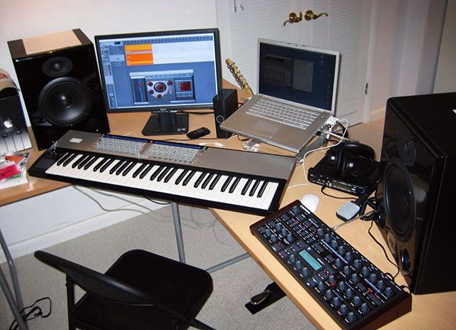 Throwback to the very beginning 10 years ago. I wanted to be a house music producer and I ended up being a rap engineer and mixer. What the f*ck happened?? 😂 Either way I dare say the studio has improved.