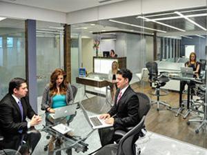 Strategy-room-Renta-de-oficinas-IOS-OFFICES-Punta-Santa-Fe