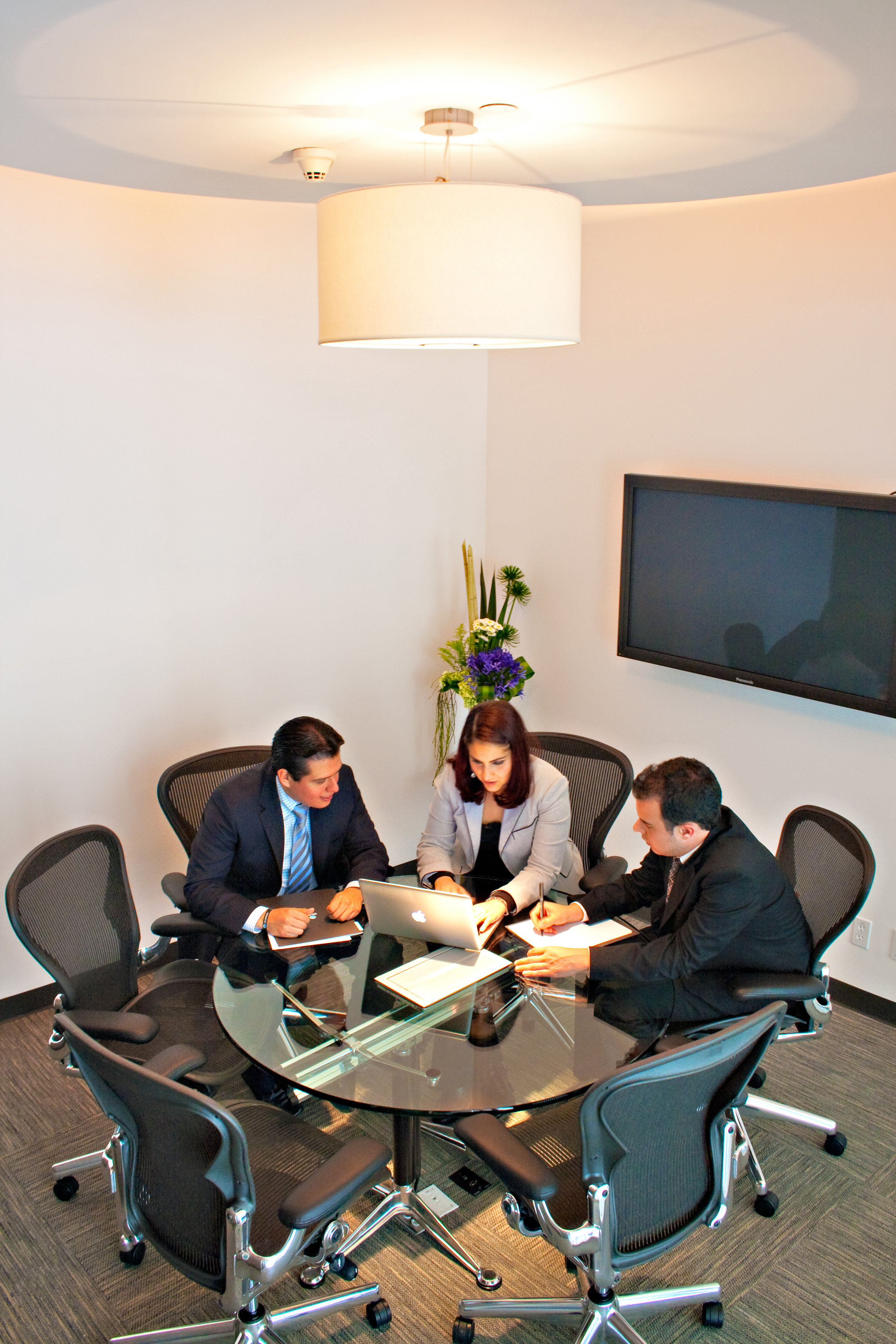 Renta-de-espacios-cowork-IOS-OFFICES-Malecon-Americas