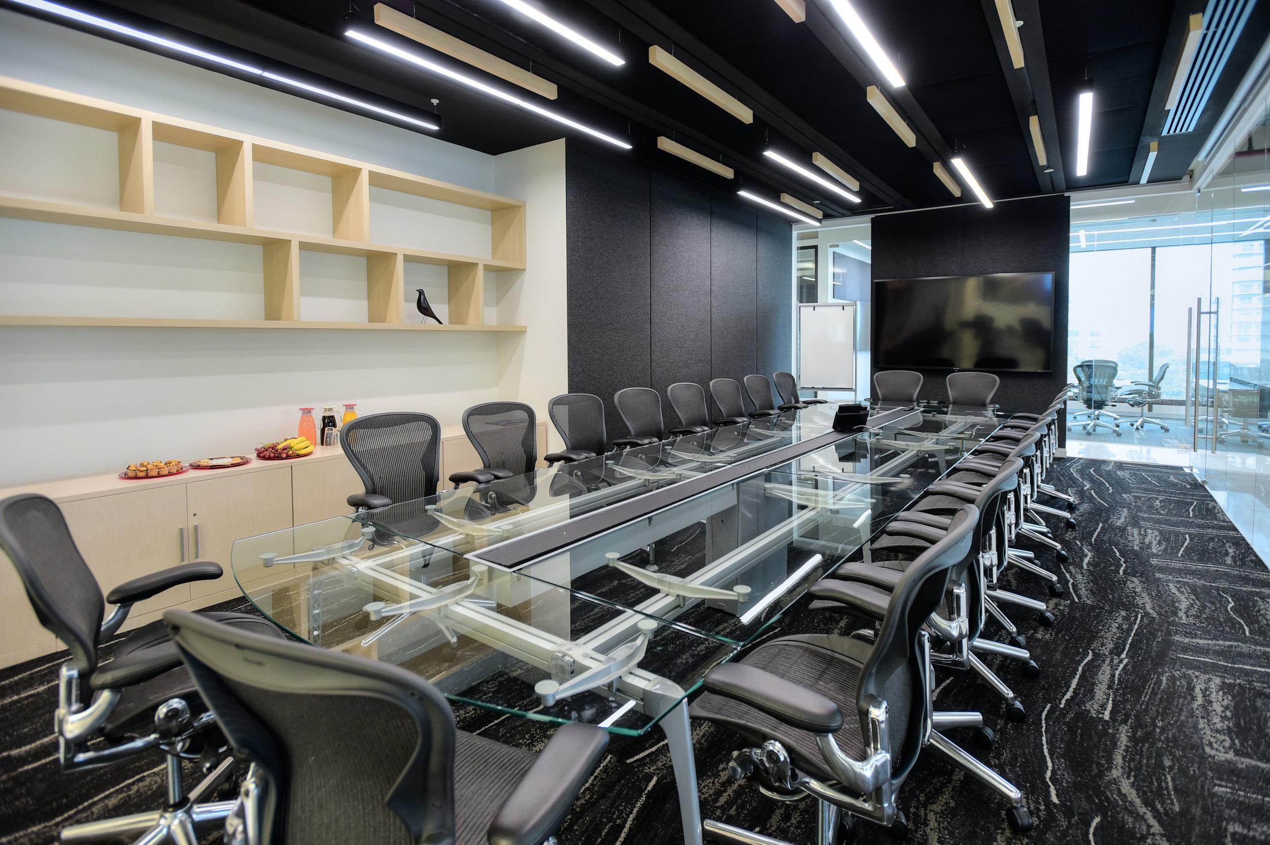 Board-room-Renta-de-oficinas-IOS-OFFICES-Miyana