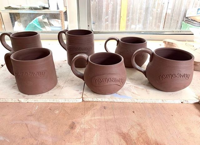 ✨There's a lot going on over here!! I'm working on some fun new additions to the Namasway shop. 🤗  Keep an eye out for some cozy new sweatshirts and.....these gorgeous handmade coffee mugs to keep you warm this fall and winter!! ☕️ Please let me know in the comments which mug style is your favorite!!! 🥰