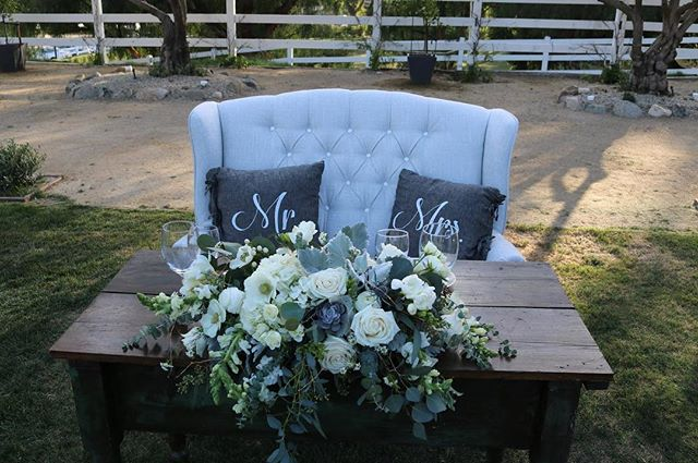 We absolutely ❤️ this sweet heart table set up from a wedding we did .#sweethearttable #HisandHersRentals #loveseat #weddingday #ranch #malibuwedding #flowers #theknot #loveit #you #decor #americana #vintageseating #vintageweddings #unique #unicorn #mondaymotivation #brookviewranch #setee #rusticparties #rusticevents #eventplanning #eventdecor