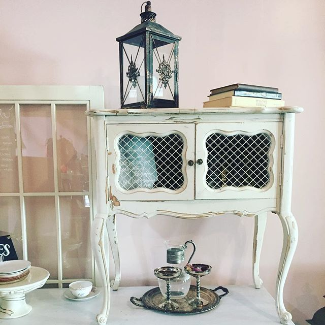 #makeyoureventpop #accessories #vintage #authentic #americana #vintageweddings #rustic #rusticdecor #weekendvibes #loveit #bride #groom #HisandHersRentals #rustic #winery #venue #losangeles #theknot #shabbychic #weddingday #reception #ceremony #lantern #furnituredesign #farmhousestyle #partywithvave