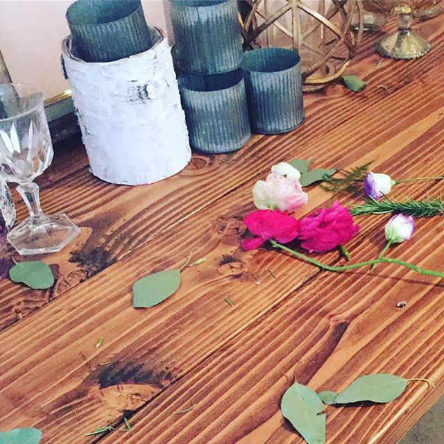 All Natural #handcrafted #builtnotbought #woodworking #vintage #theknotweddings #thursday #weekend #flowers #preetty #wood #rentals #HisandHersRentals #authentic #groom #bride #venue #la #love
