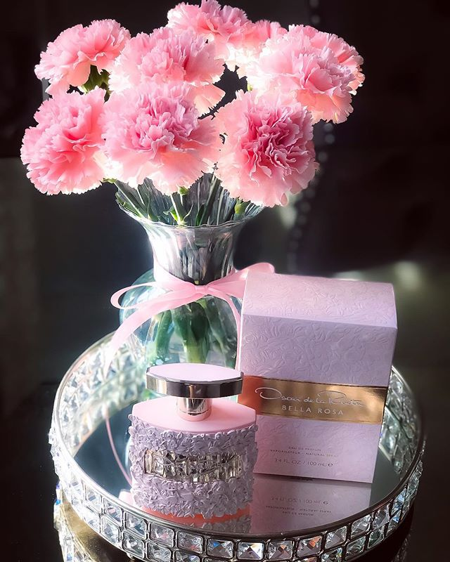 #oscardelarentagiftedme #bellarosafragrance captures the addictive romance of a secret garden, creating a sense of intrigue with every spritz. Top notes of pink pepper, freesia, and mandarin are entwined with a seductive heart of pink rose, jasmine, and orris. Kissed by the sun's warmth, patchouli, sandalwood, and amber evoke the sweetness of a golden day, lingering behind you with inescapable magnetism. #OctolyFamily #bellarosa https://www.octoly.com/c/hbjco/r/hb3fu