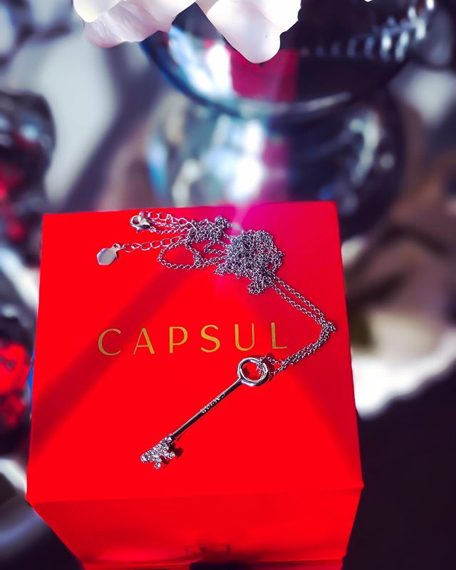 #mycapsuljewelrygiftedme Customization is the ultimate luxury and @capsuljewelry offers the highest quality personalized jewelry. Their special edition Hotel Key necklace features a Swarovski crystal studded key. Available in brass plated in 14k gold or silver with Swarovski crystals. https://www.octoly.com/c/hbjco/r/hb3yg #mycapsulmoment #capsujewelry #OctolyFamily