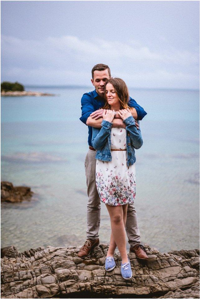 02 poroka porocni fotograf fotografiranje zaroka morje obala predporocno fotografiranje mali losinj (4).jpg