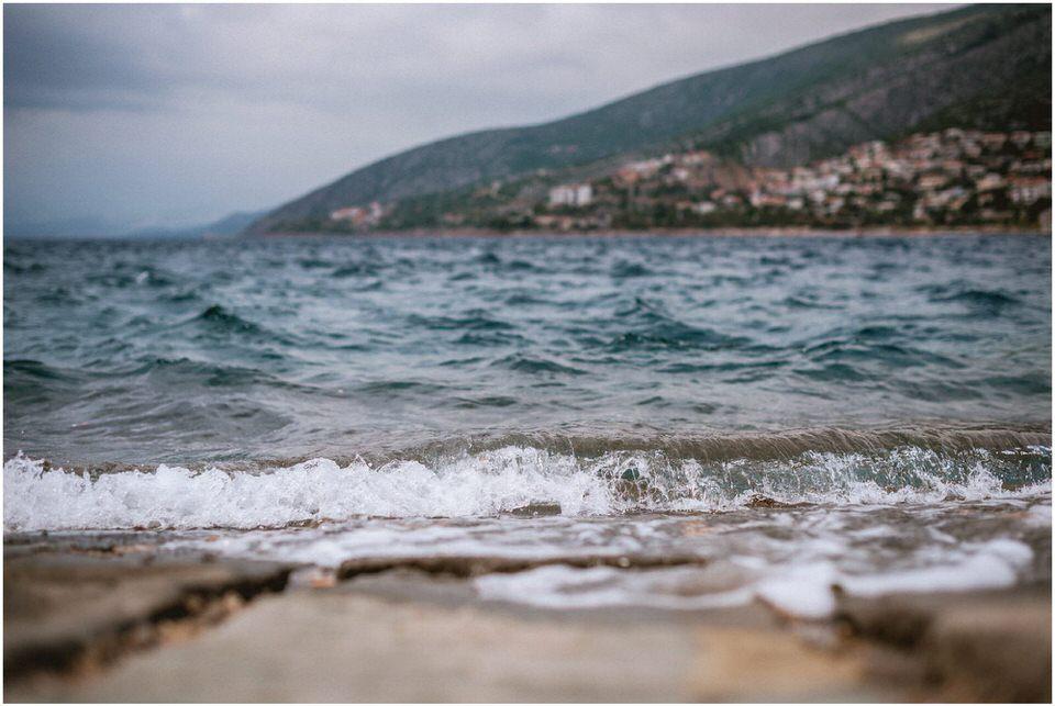 03 poroka hrvaska senj pag jadran nika grega porocni fotograf poletje morje obala zaroka predporocno zarocno fotografiranje (2).jpg