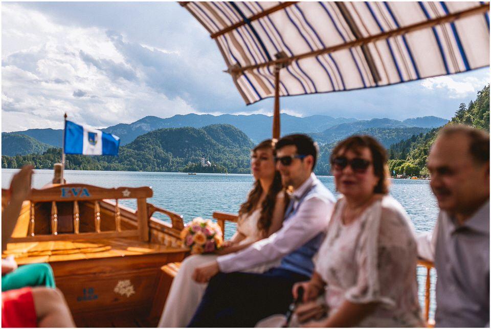 03 poroka bled otok porocni fotograf grega nika jezero maticni urad blejsko jezero pletna  (13).jpg
