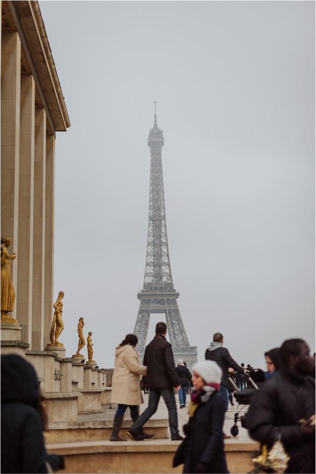 02 Champs elisee wedding photographer france louvre musee paris parisiene nika grega engagement photoshoot wedding in paris (6).jpg