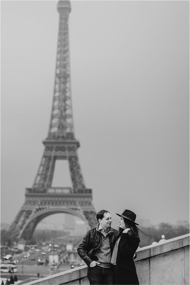 04 Paris tour eiffel tower engagement wedding anniversary honeymoon photographer photoshoot photosession sacre coer coffeshop  (1).jpg