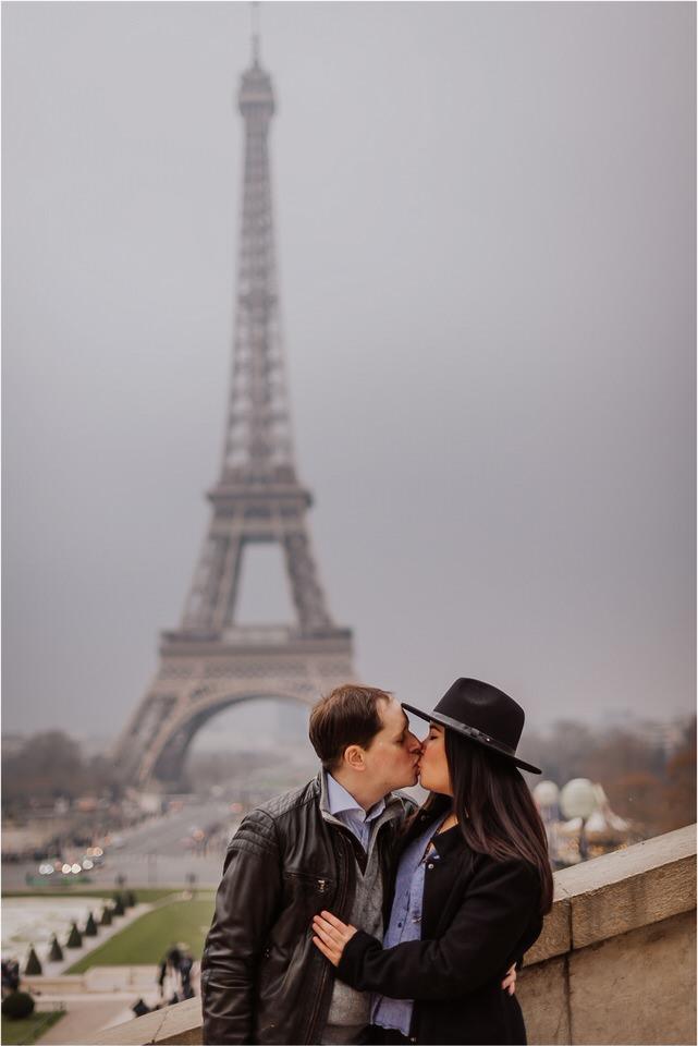 04 Paris tour eiffel tower engagement wedding anniversary honeymoon photographer photoshoot photosession sacre coer coffeshop  (5).jpg
