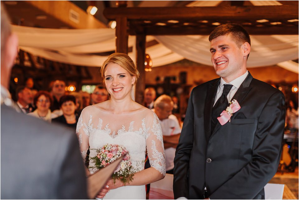 wedding slovenia dular kostanjek poroka porocni fotograf fotografiranje slovenia engagement rustic wedding romantic rustikalna poroka porocim se sentjernej 040.jpg