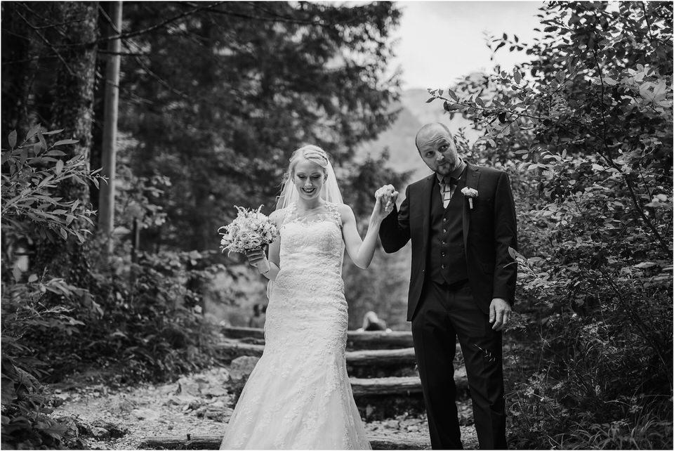 poroka gorenjska wedding slovenia photographer destionation kranj kamnik kamniska bistrica repnik penzion fotografiranje fotograf sanjska obleka 0028.jpg