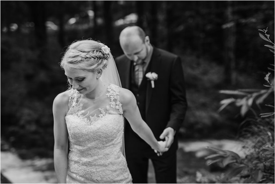 poroka gorenjska wedding slovenia photographer destionation kranj kamnik kamniska bistrica repnik penzion fotografiranje fotograf sanjska obleka 0038.jpg