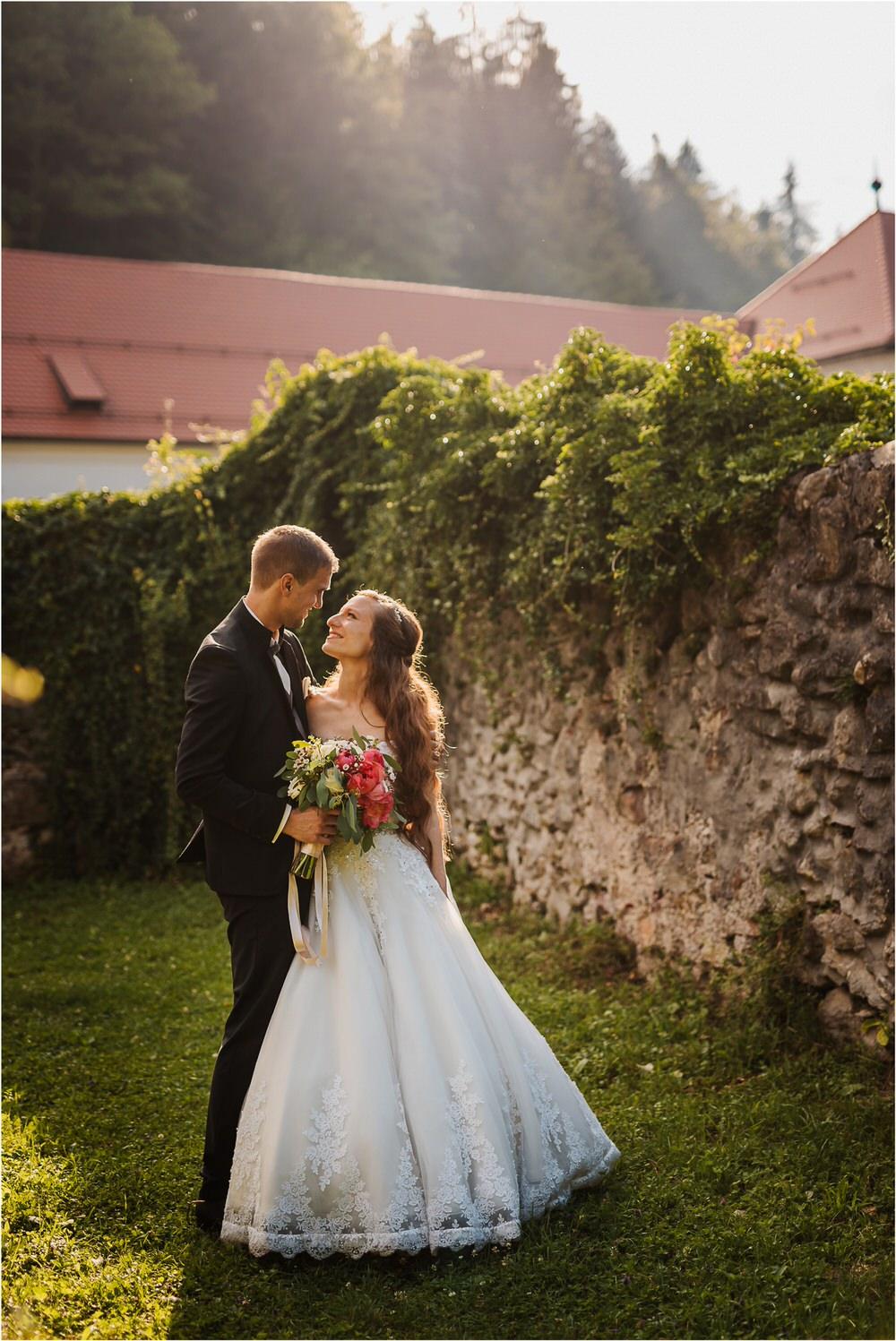 zicka kartuzija poroka porocni fotograf fotografija luka in ben loce elegantna poroka slovenski porocni fotograf  0074.jpg