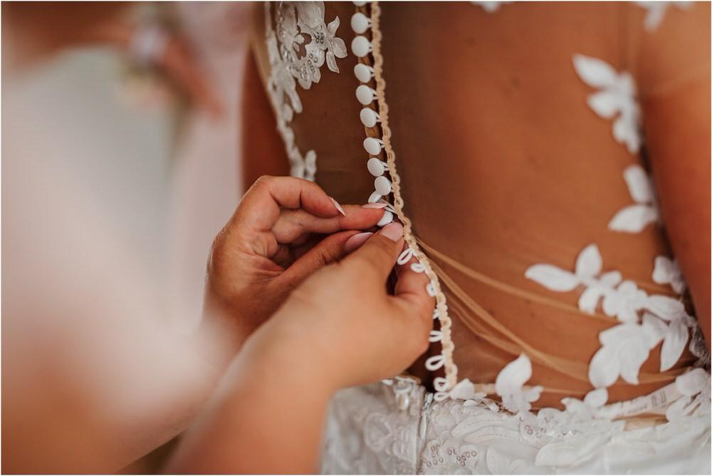 skedenj poroka porocni fotograf fotografiranje elegantna poroka rustikalna poroka pod kozolcem pcakes velesovo mdetail nika grega 0021.jpg