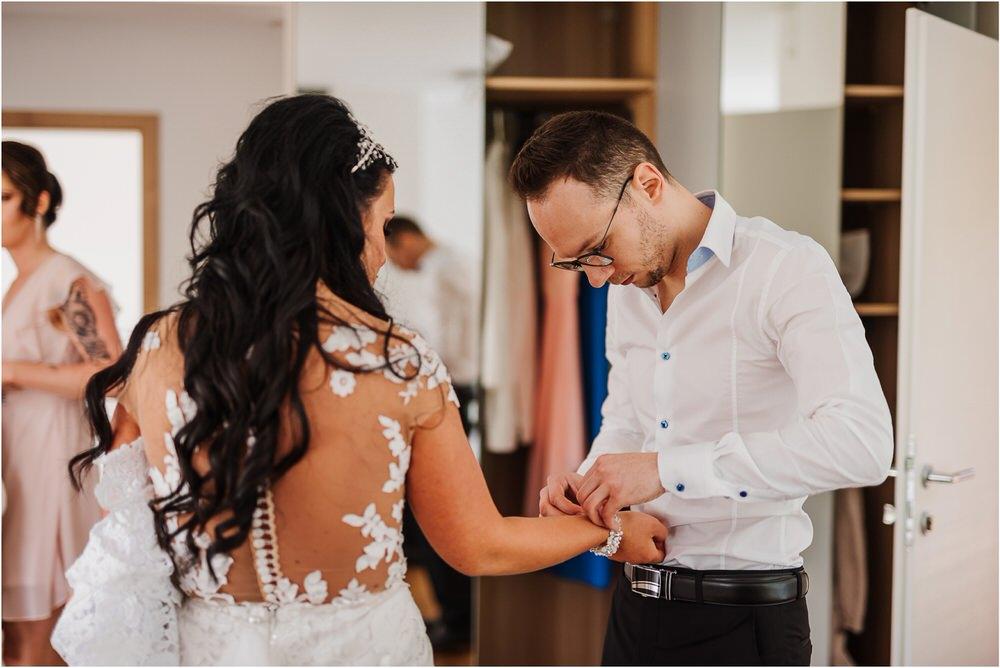 skedenj poroka porocni fotograf fotografiranje elegantna poroka rustikalna poroka pod kozolcem pcakes velesovo mdetail nika grega 0022.jpg