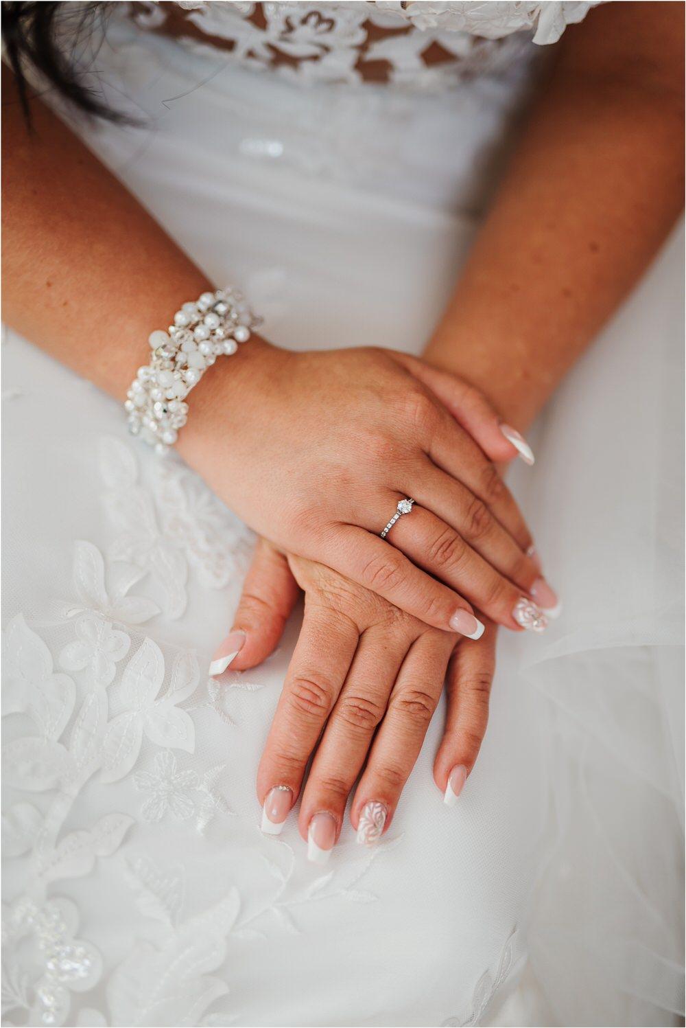 skedenj poroka porocni fotograf fotografiranje elegantna poroka rustikalna poroka pod kozolcem pcakes velesovo mdetail nika grega 0023.jpg