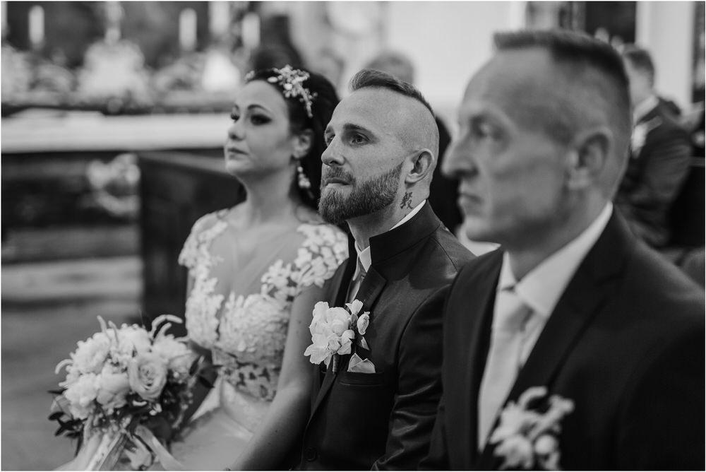 skedenj poroka porocni fotograf fotografiranje elegantna poroka rustikalna poroka pod kozolcem pcakes velesovo mdetail nika grega 0033.jpg