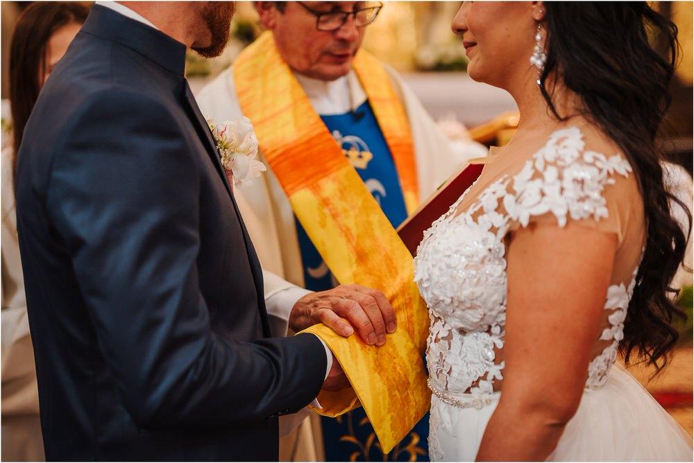 skedenj poroka porocni fotograf fotografiranje elegantna poroka rustikalna poroka pod kozolcem pcakes velesovo mdetail nika grega 0034.jpg