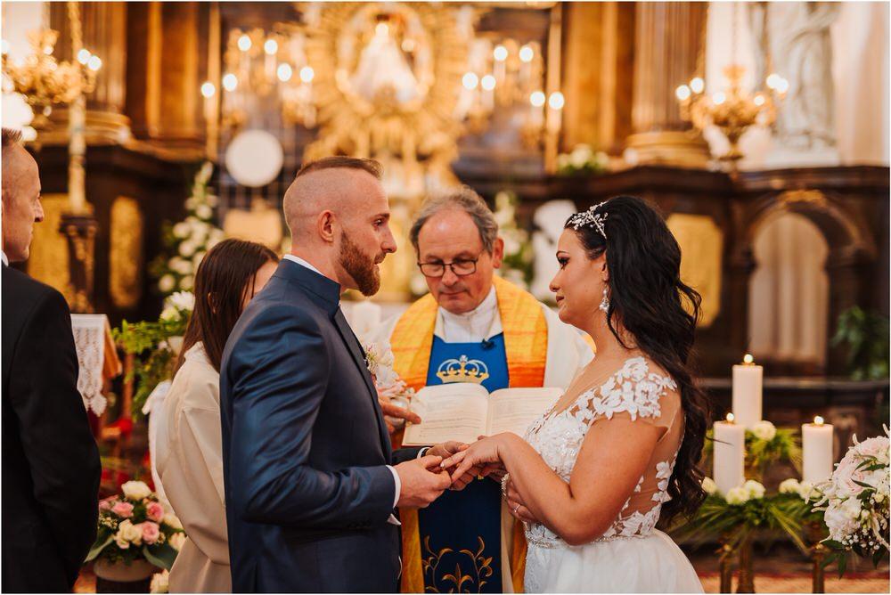 skedenj poroka porocni fotograf fotografiranje elegantna poroka rustikalna poroka pod kozolcem pcakes velesovo mdetail nika grega 0035.jpg