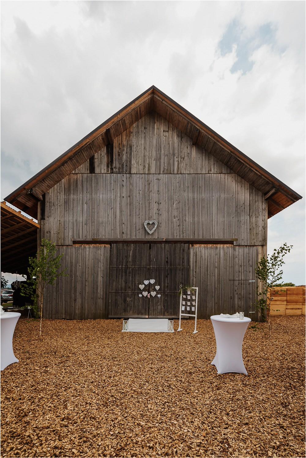 skedenj poroka porocni fotograf fotografiranje elegantna poroka rustikalna poroka pod kozolcem pcakes velesovo mdetail nika grega 0045.jpg