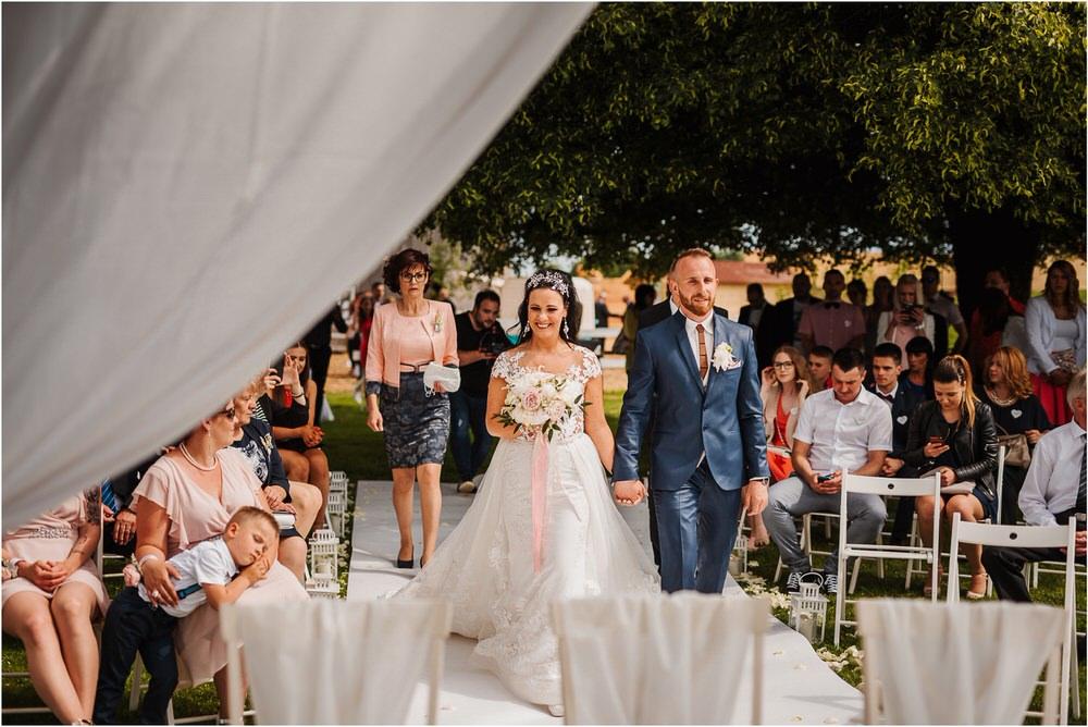 skedenj poroka porocni fotograf fotografiranje elegantna poroka rustikalna poroka pod kozolcem pcakes velesovo mdetail nika grega 0054.jpg