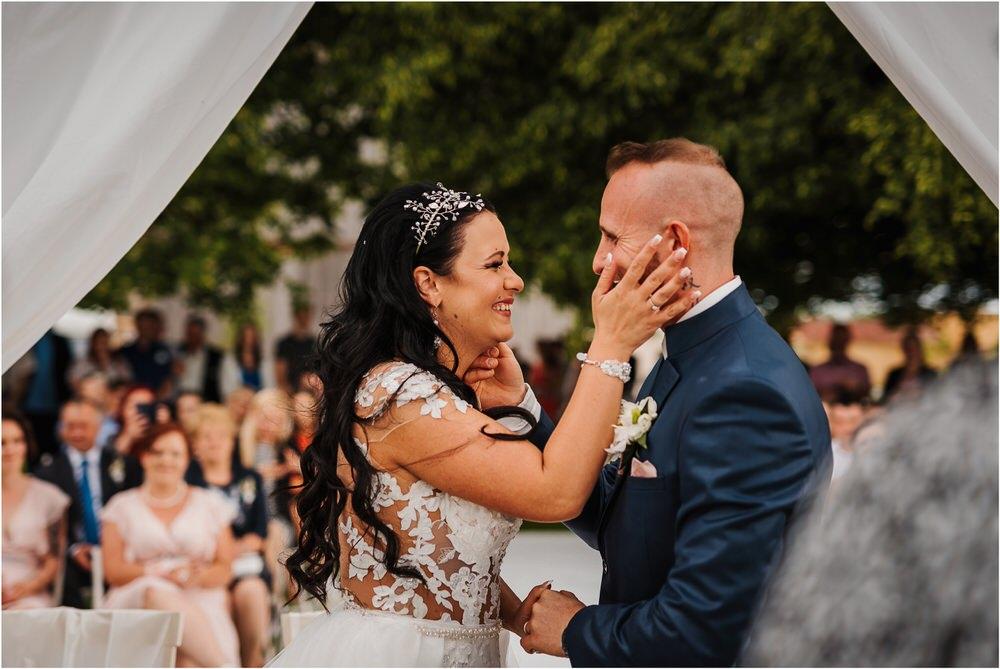 skedenj poroka porocni fotograf fotografiranje elegantna poroka rustikalna poroka pod kozolcem pcakes velesovo mdetail nika grega 0061.jpg
