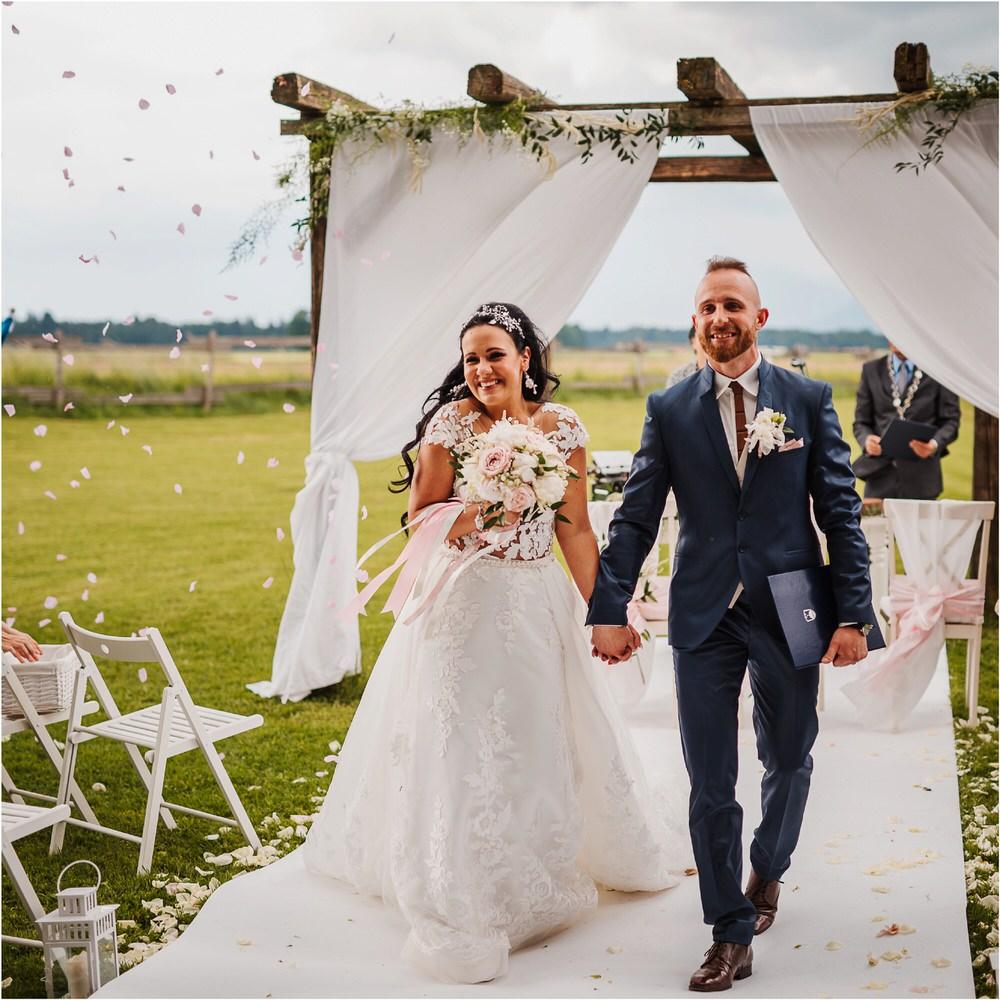 skedenj poroka porocni fotograf fotografiranje elegantna poroka rustikalna poroka pod kozolcem pcakes velesovo mdetail nika grega 0062.jpg