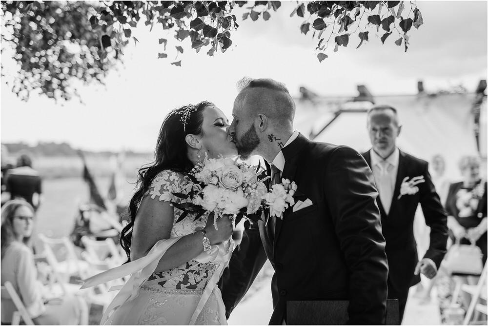 skedenj poroka porocni fotograf fotografiranje elegantna poroka rustikalna poroka pod kozolcem pcakes velesovo mdetail nika grega 0063.jpg